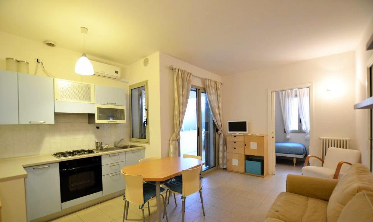 RICCIONE ABISSINIA, appartamento in affitto stagionale con ampio terrazzo abitabile