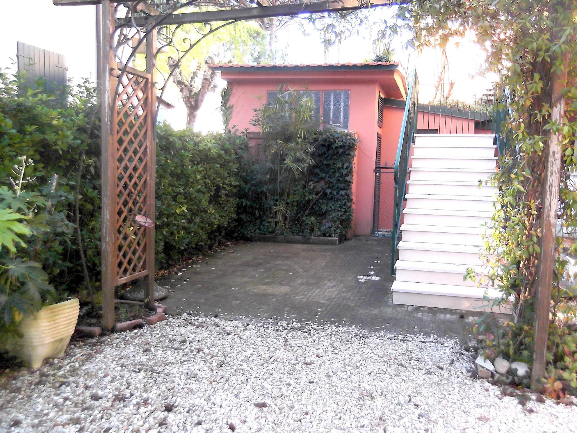 RICCIONE ABISSINIA, Appartamento in affitto stagionale con 3 camere, giardino