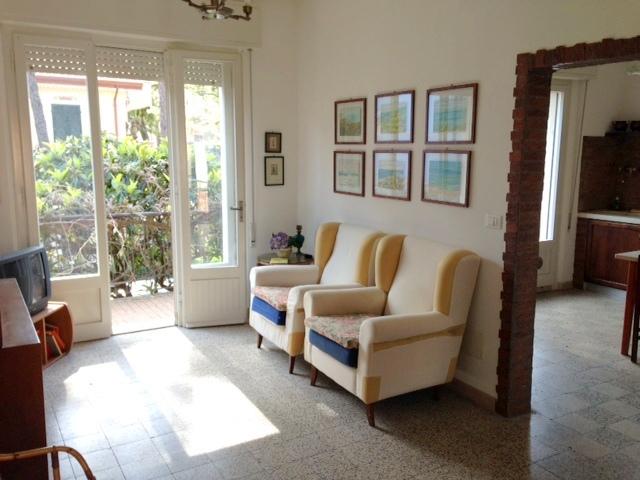 RICCIONE PORTO, villa bifamiliare in vendita con dependance