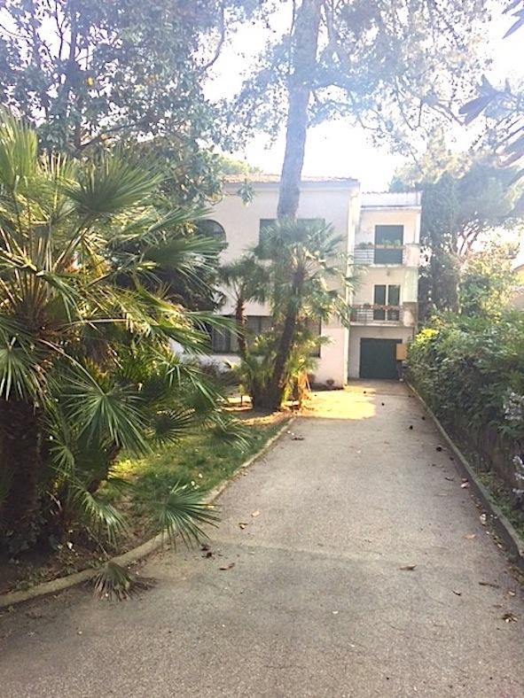 RICCIONE ABISSINIA,  esclusiva villa in vendita da ristrutturare