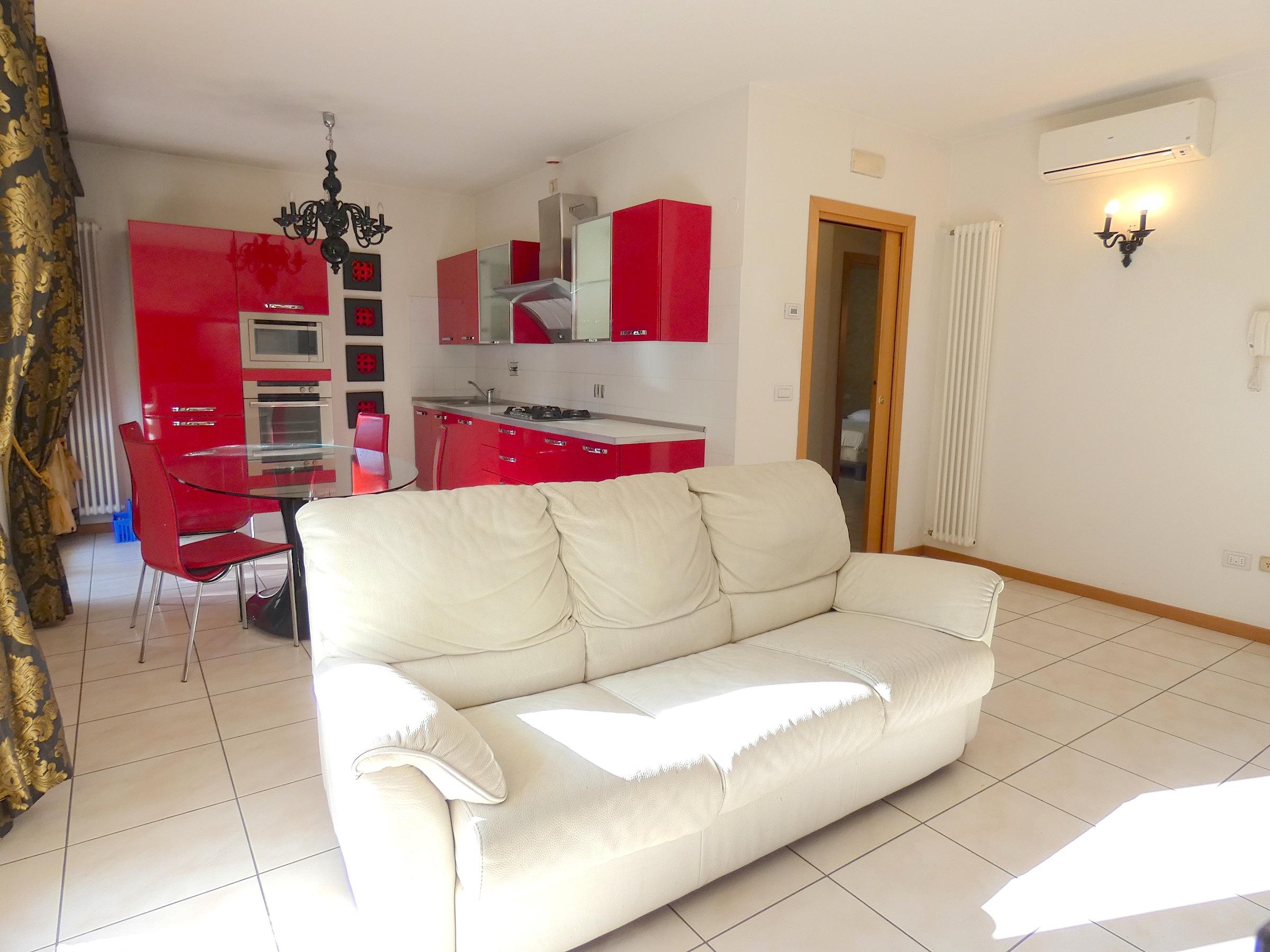 RICCIONE CENTRO, Appartamento in affitto stagionale con giardino