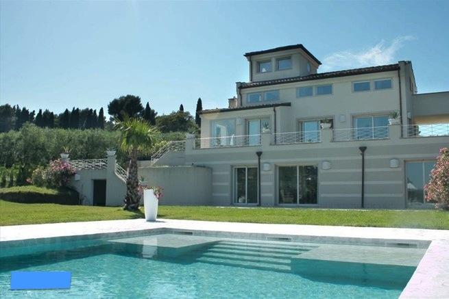 SCACCIANO, Villa panoramica con piscina affitto stagionale annuale