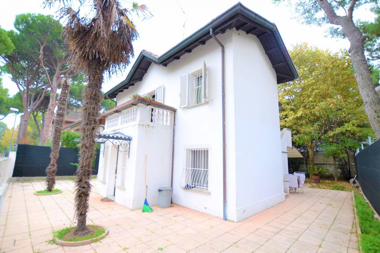 RICCIONE ABISSINIA, villa in affitto stagionale con giardino privato