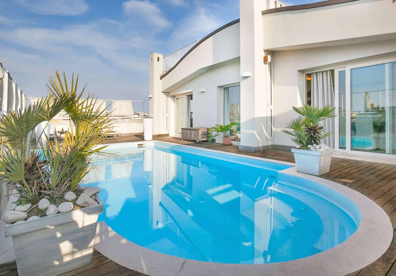 RICCIONE PORTO, attico in vendita con piscina