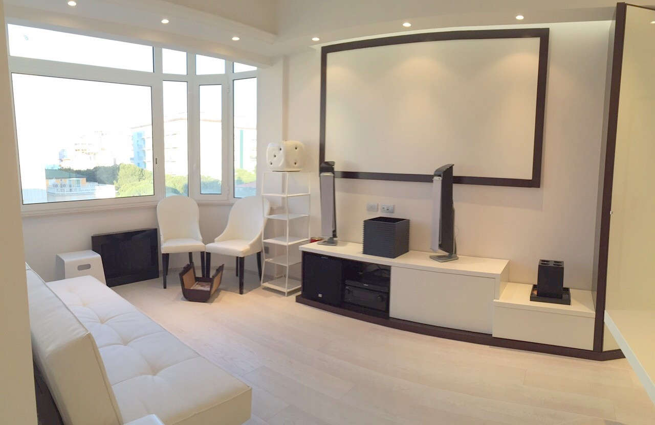 Riccione centro bellissimo appartamento moderno al piano alto for Appartamento moderno