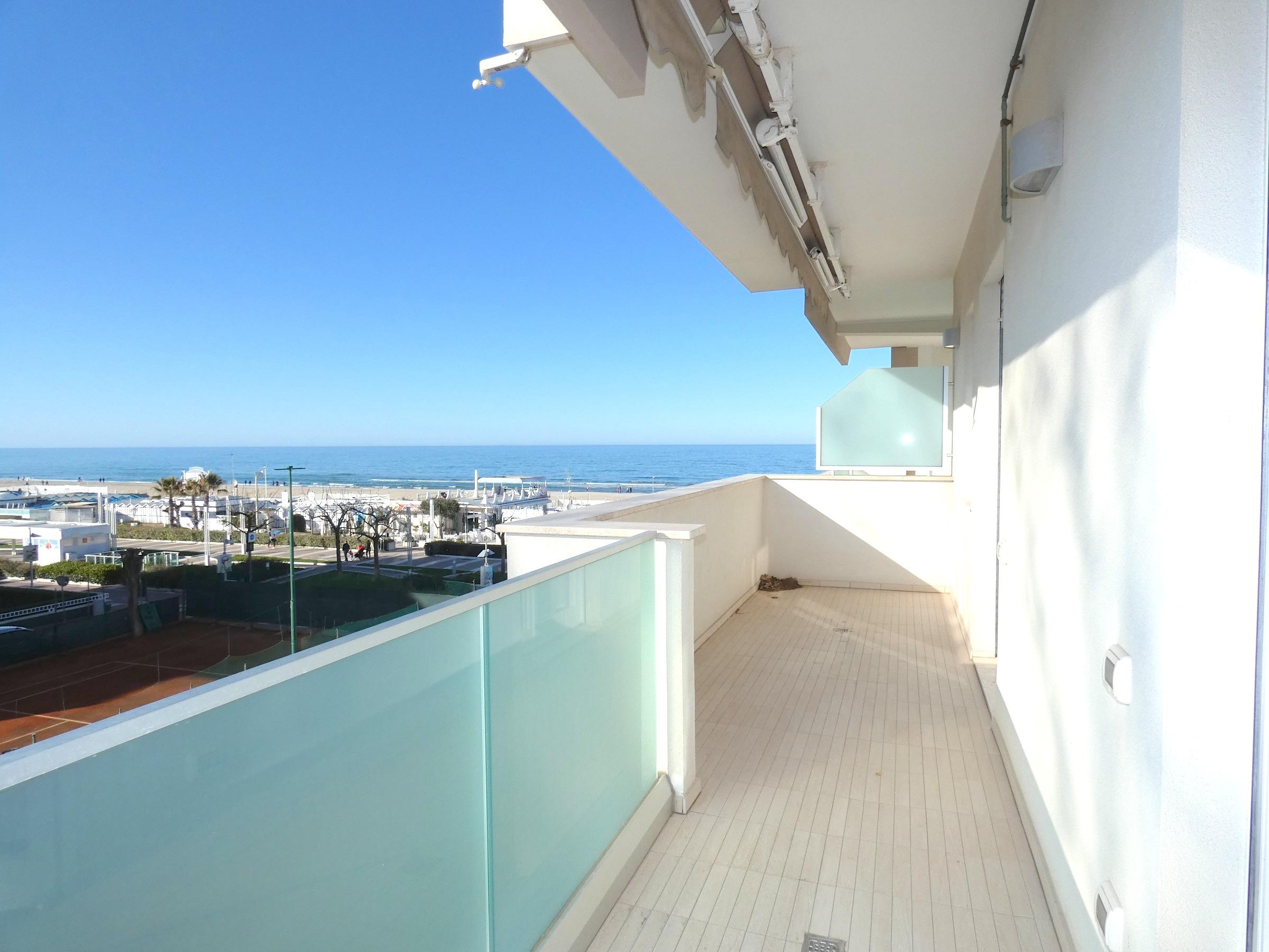 RICCIONE ABISSINIA, Appartamento in affitto stagionale con terrazzo vista mare