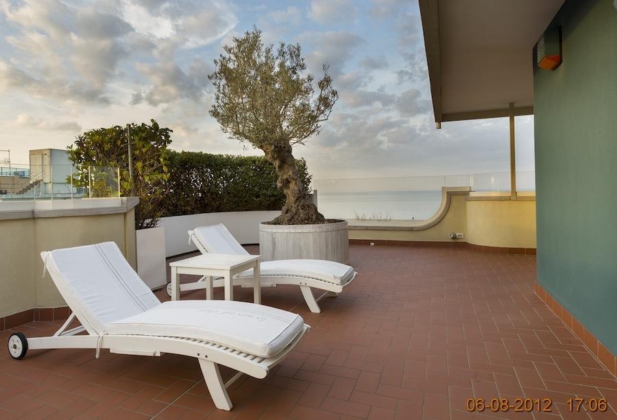 RICCIONE ALBA, Meraviglioso attico fronte mare in affitto stagionale