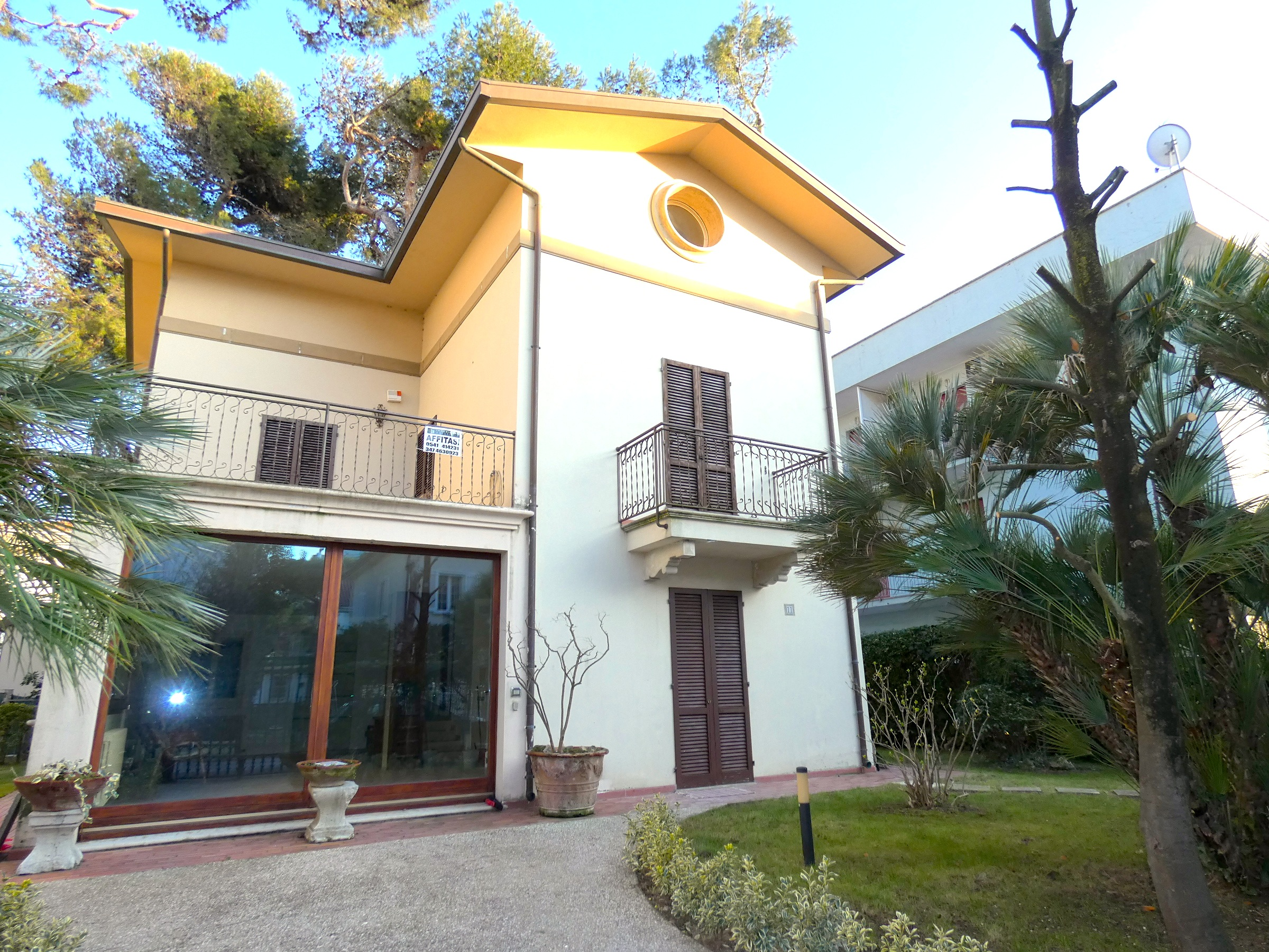 RICCIONE ABISSINIA, villa in affitto stagionale 50 mt dal mare CON GIARDINO