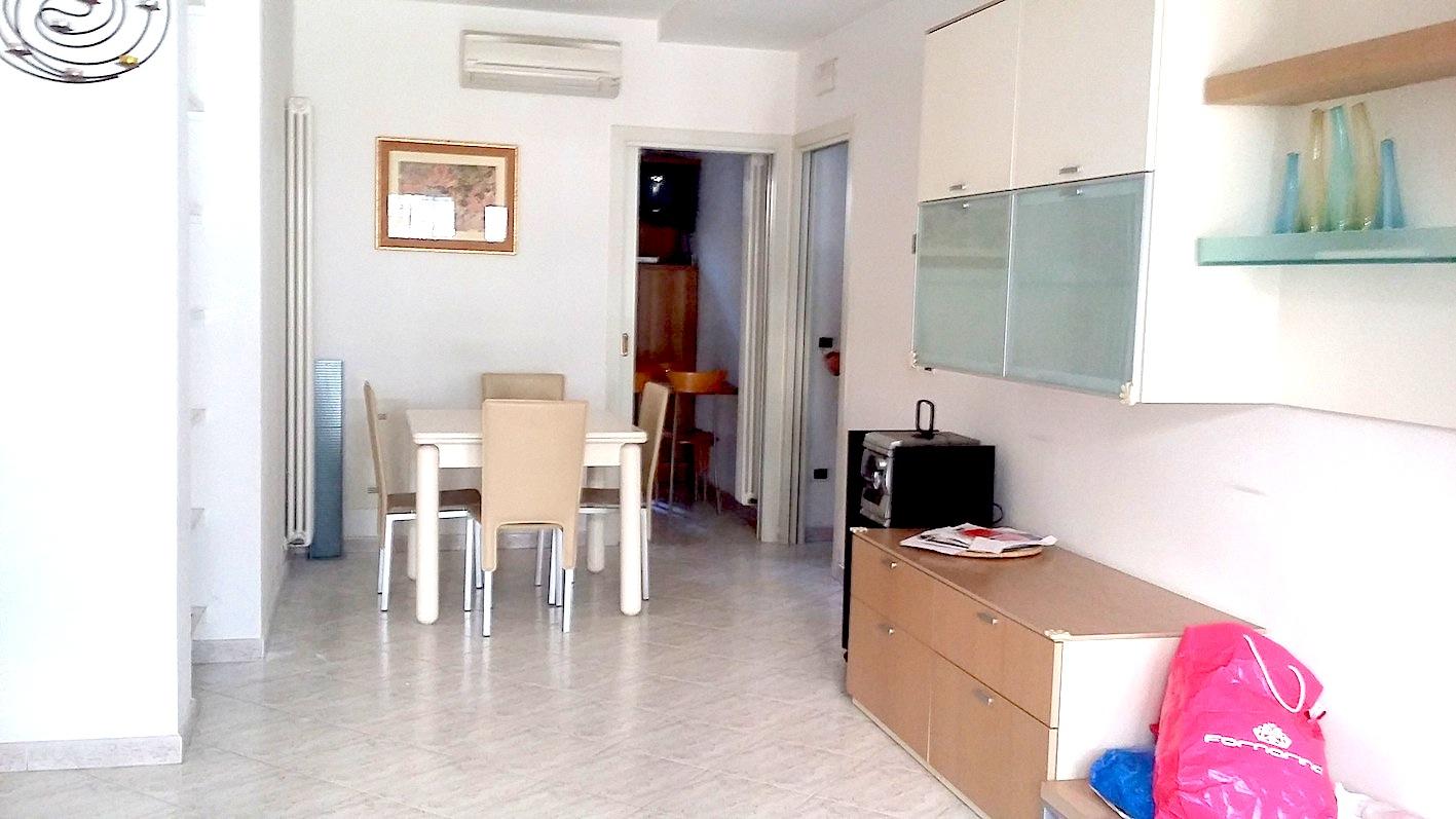 RICCIONE ABISSINIA, Appartamento con giardino in affitto stagionale.