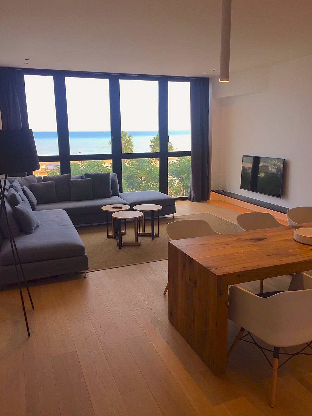 Riccione porto appartamento di design con splendida vista for Appartamento al mare design