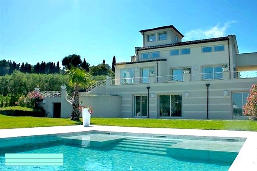 SCACCIANO, splendida villa con piscina  in affitto stagionale