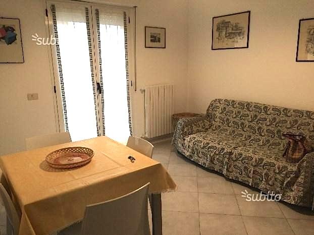 RICCIONE PORTO, appartamento in vendita con terrazzo e posto auto