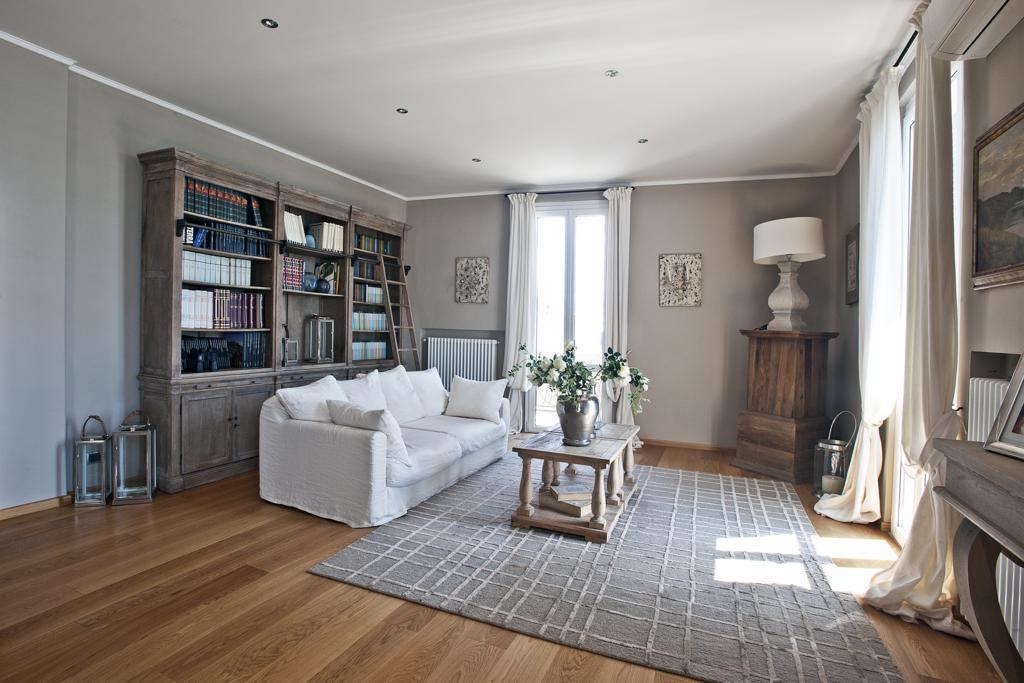 Riccione abissinia ampio appartamento completamente for Appartamenti design