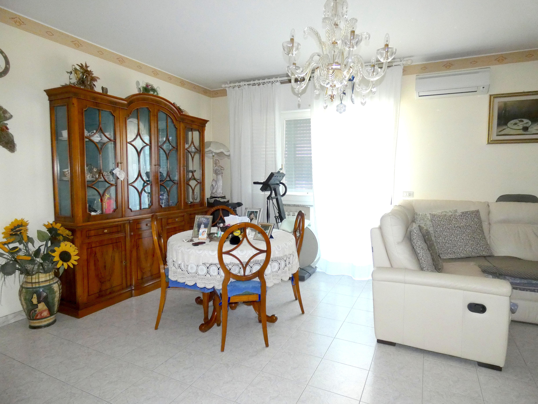 VILLAGGIO PAPINI, Ampio Appartamento in vendita  con soffitta e garage