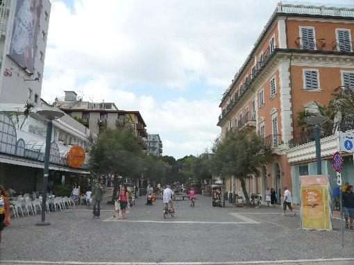 Riccione ceccarini pedonale negozio con 2 vetrine in affitto - Bagno 60 riccione ...
