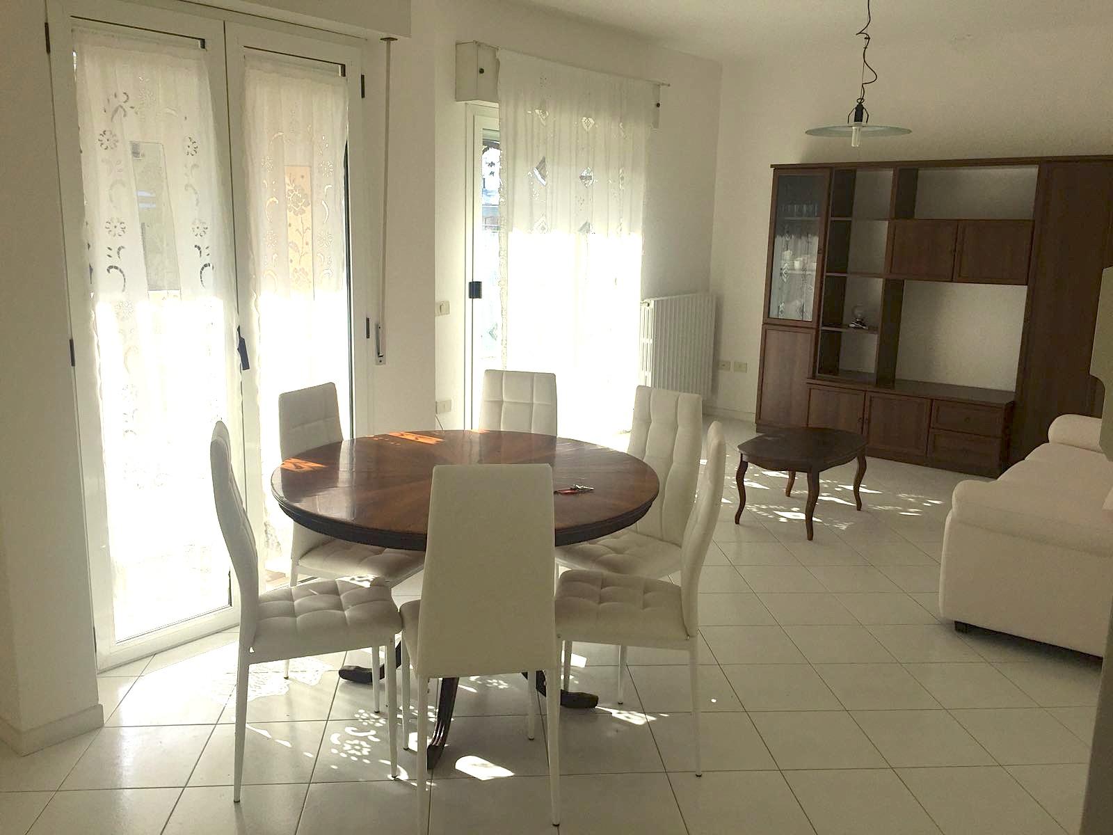 RICCIONE PORTO, Appartamento con 3 camere in affitto annuale  stagionale
