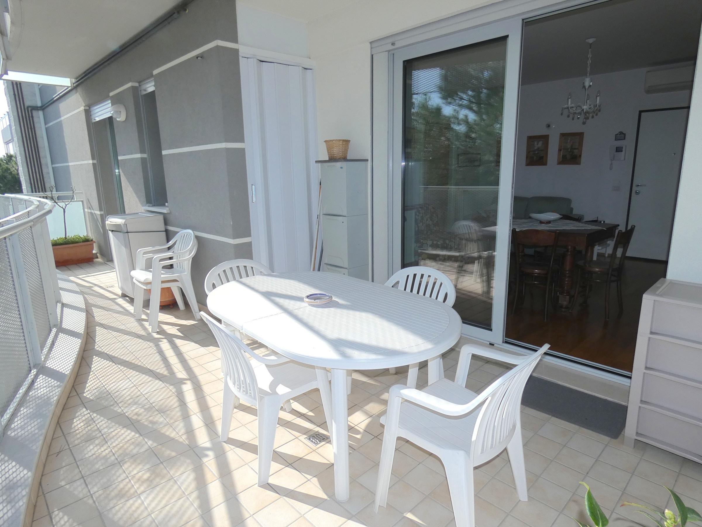 RICCIONE PARCO, Ampio appartamento in affitto stagionale con terrazzo abitabile
