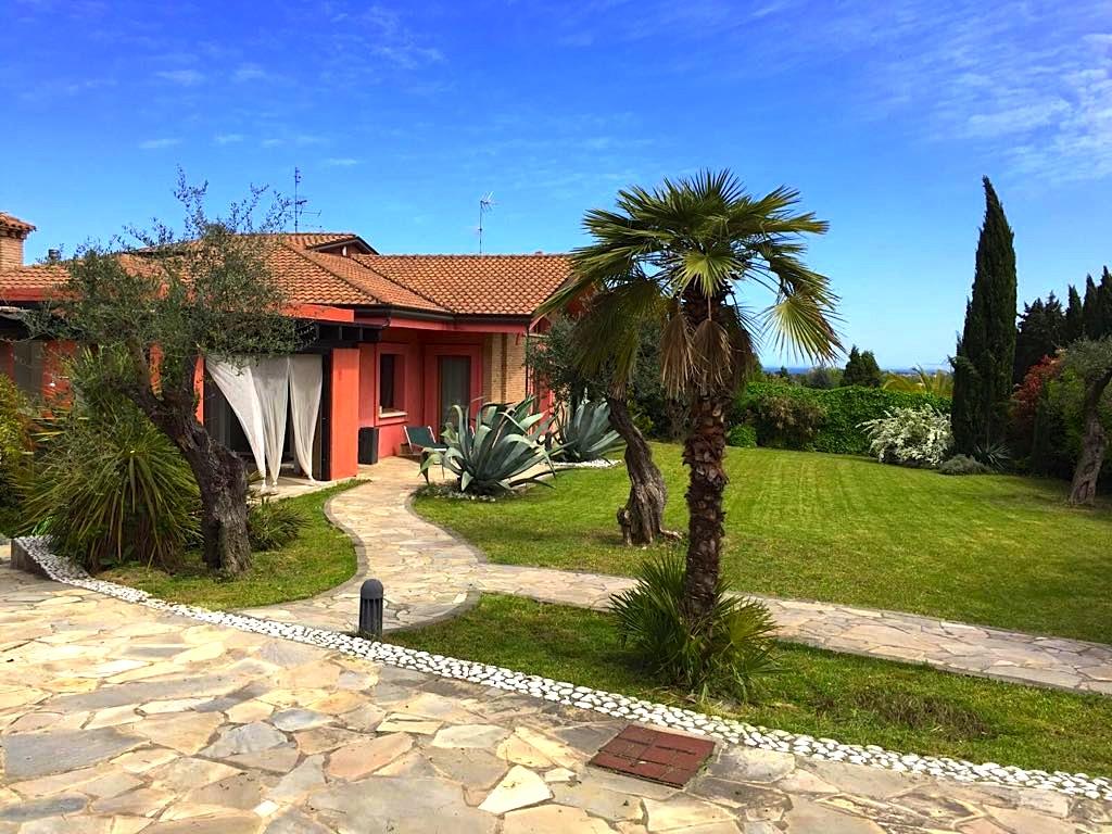 MISANO, Splendida villa con giardino in affitto stagionale