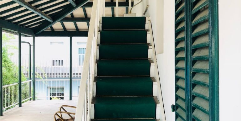 scala di accesso alla stanza in mansarda
