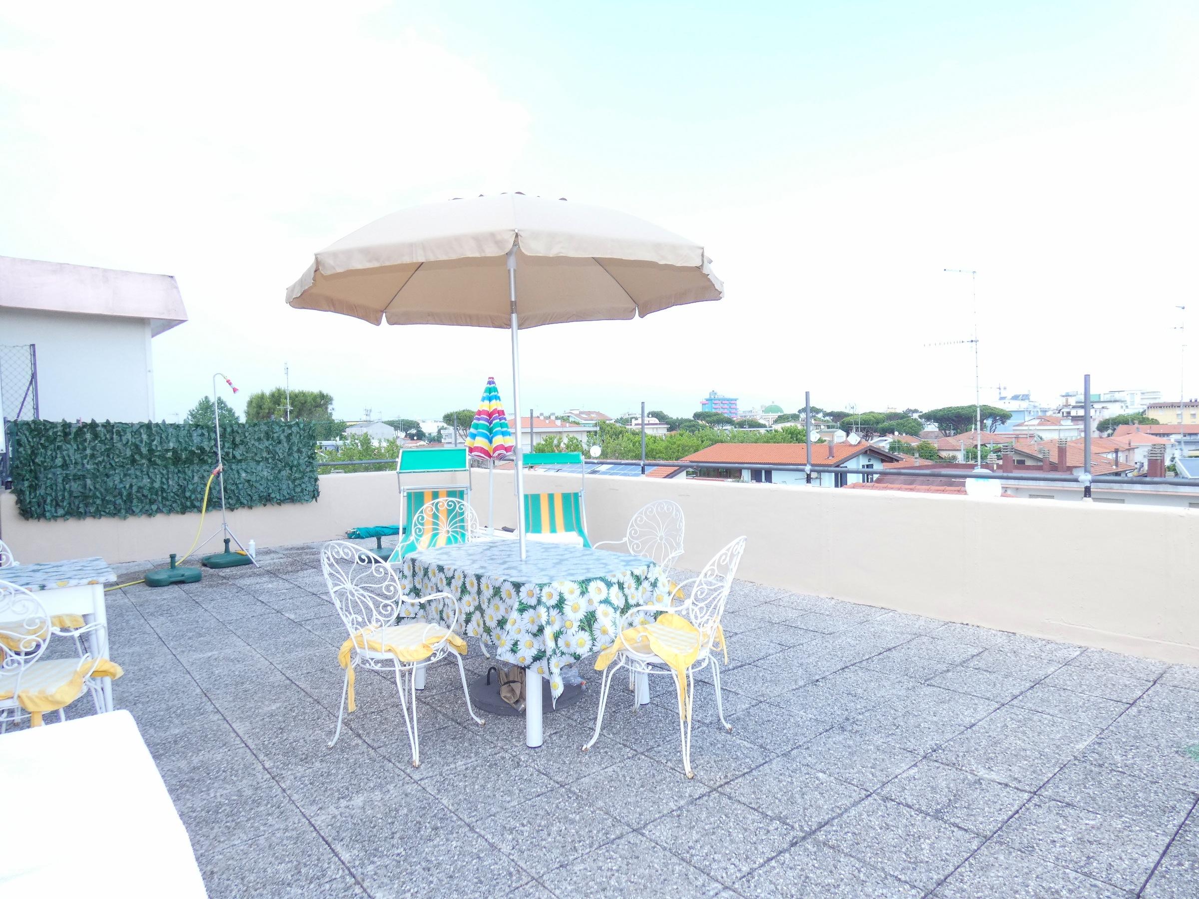 RICCIONE PARCO, Attico con meraviglioso terrazzo abitabile in affitto stagionale