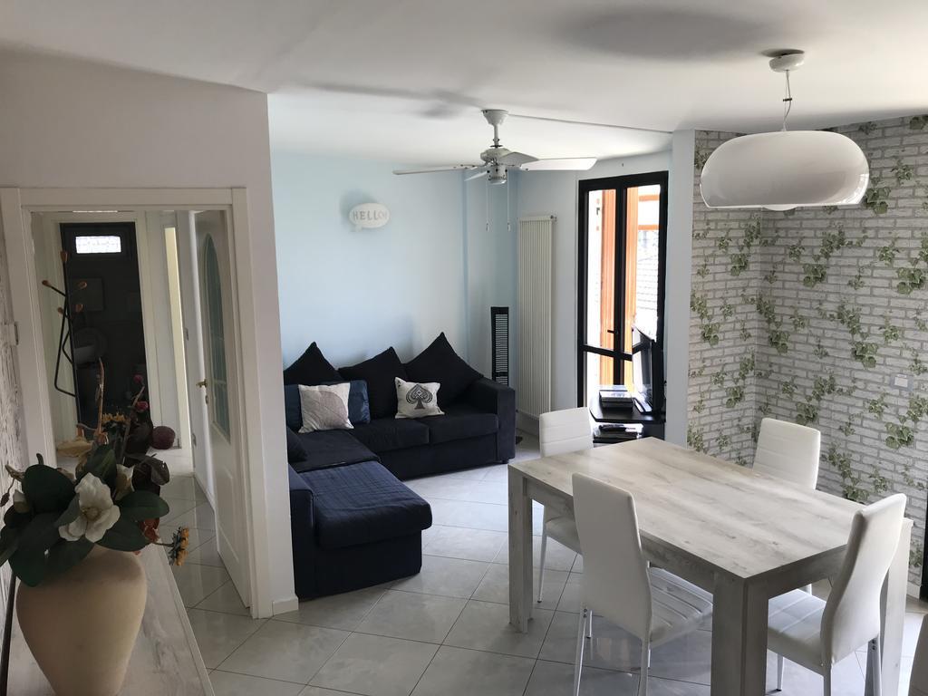 RICCIONE ABISSINIA, Ampio appartamento al piano alto con 3 camere