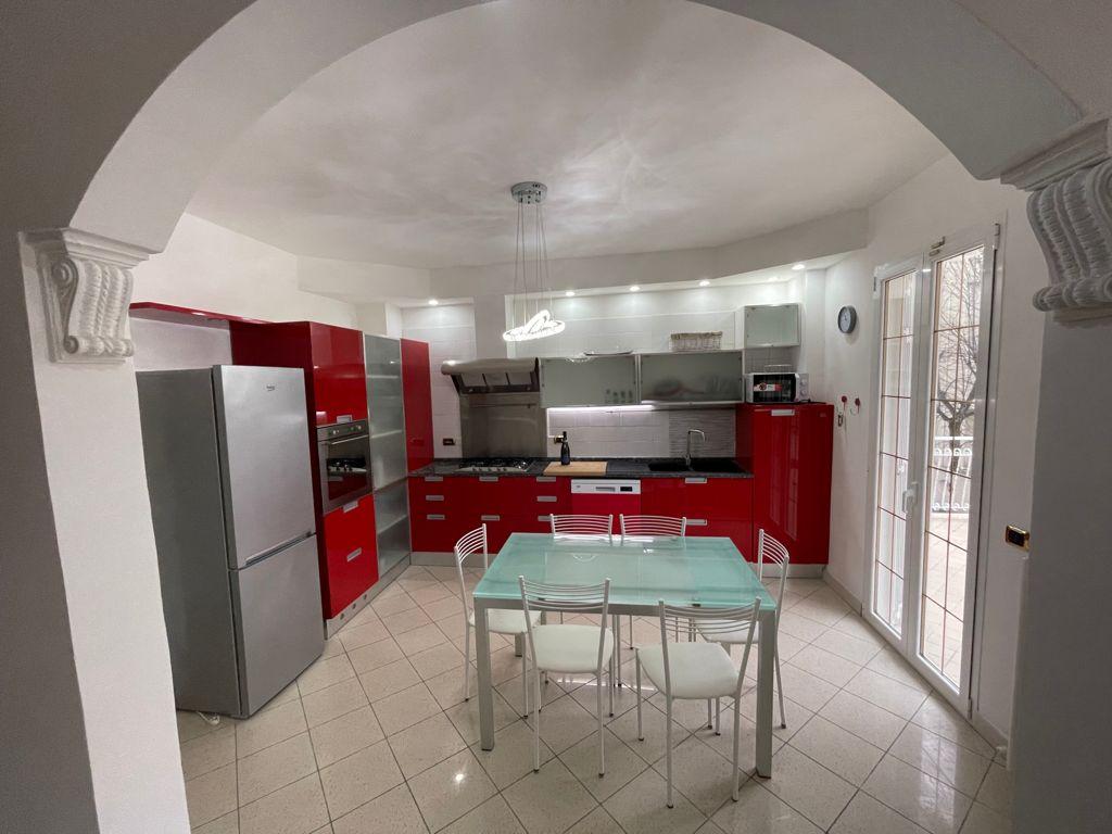 RICCIONE ABISSINIA, Ampio appartamento con 4 camere da letto e terrazzo