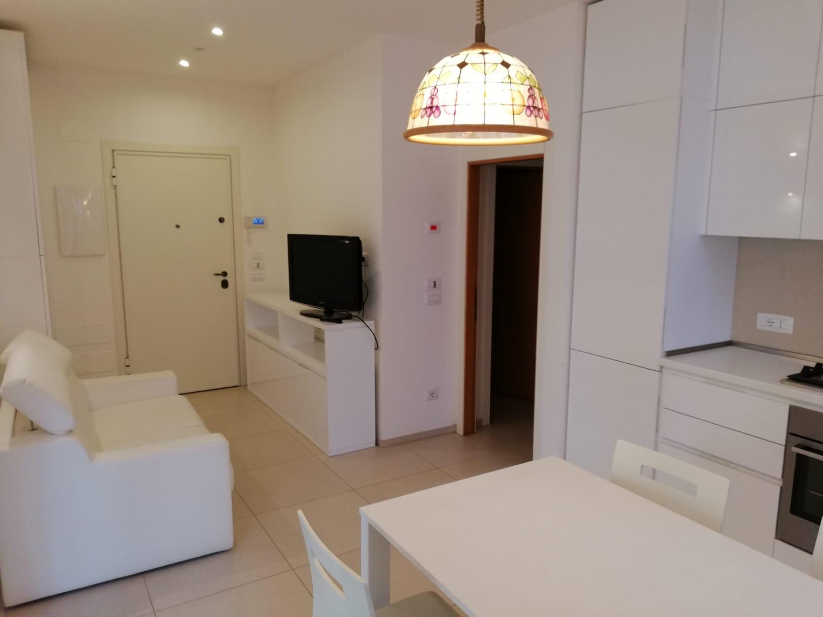 RICCIONE PARCO, Appartamento con due camere due bagni in affitto annuale