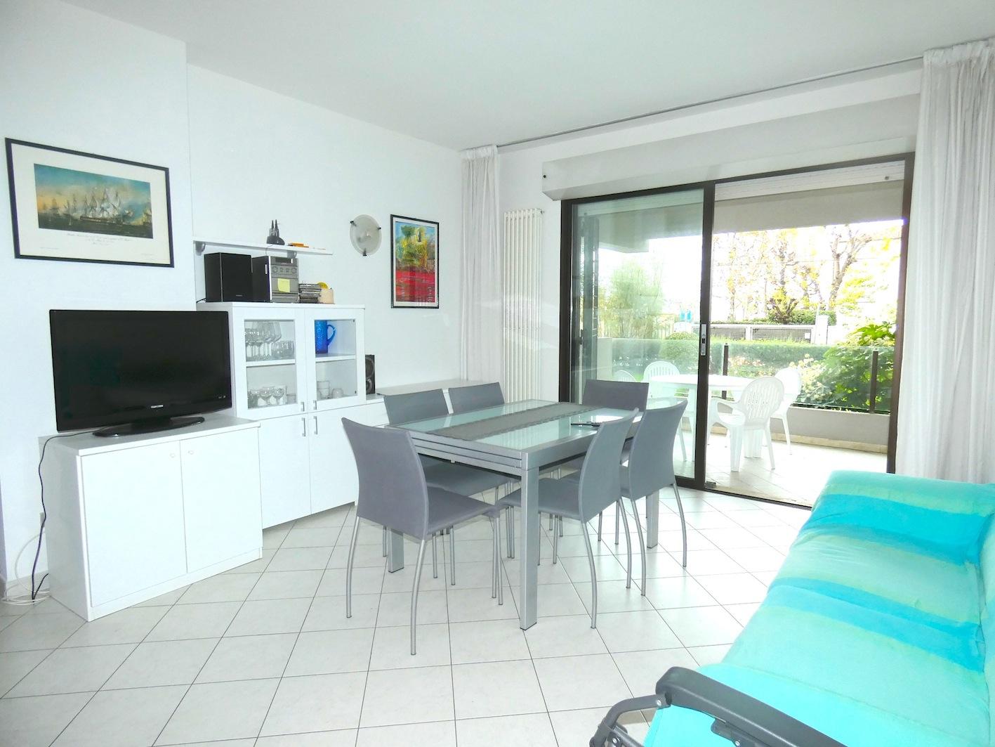 RICCIONE ABISSINIA, Appartamento con terrazzo abitabile 50 mt dal mare