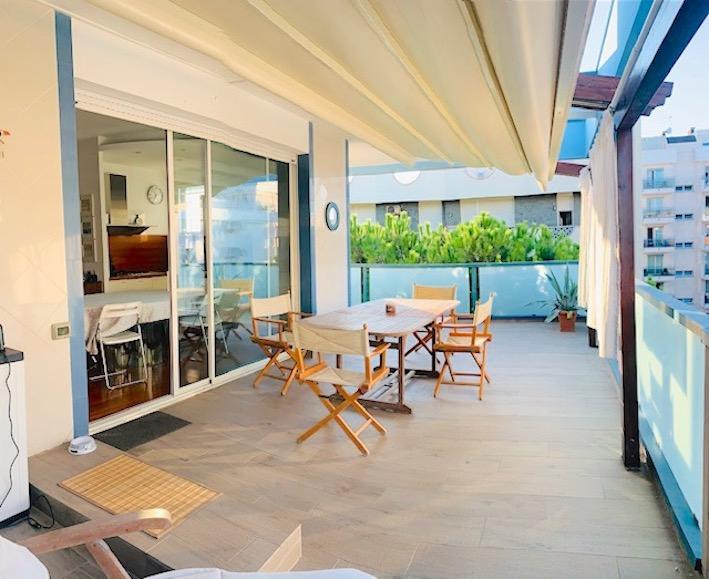 RICCIONE PORTO, Vista mare in vendita con terrazzo e garage