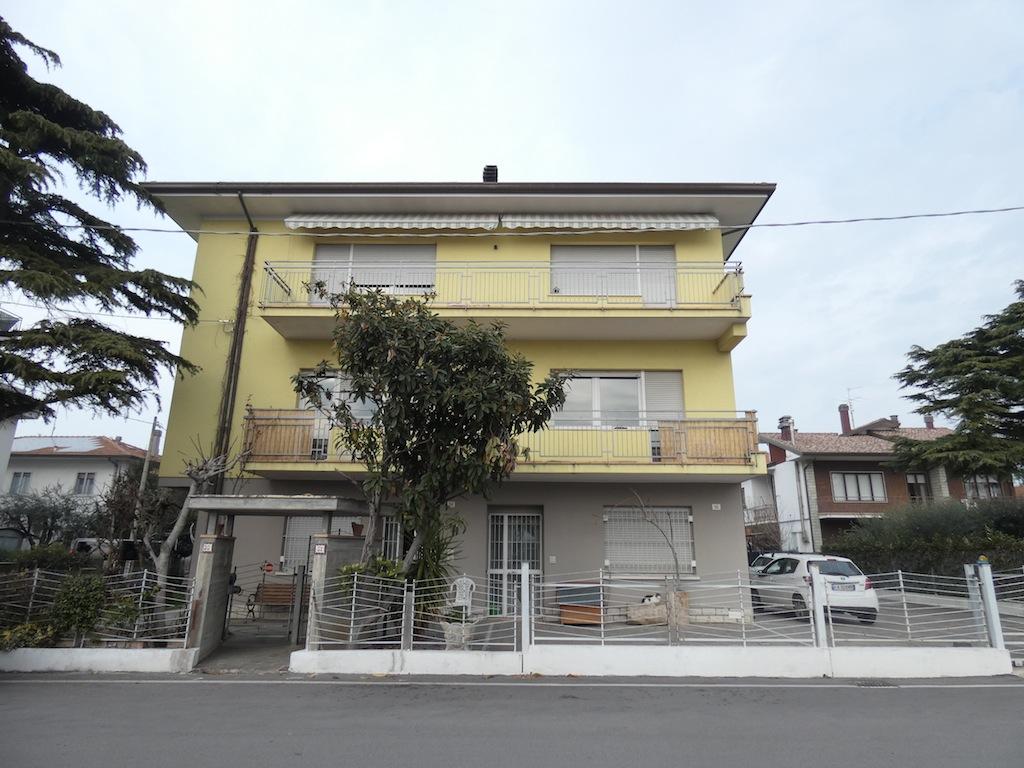 RIMINI MIRAMARE, Ampio appartamento in vendita all'ultimo piano
