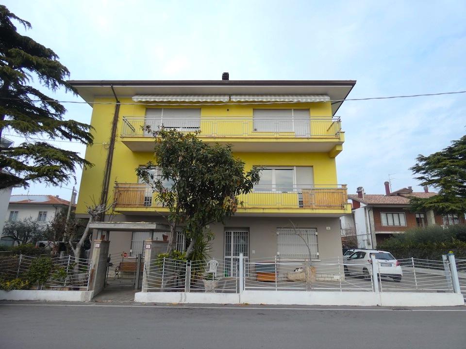 Miramare Rimini, ampio 5 Locali in villa più mansarda e posto auto