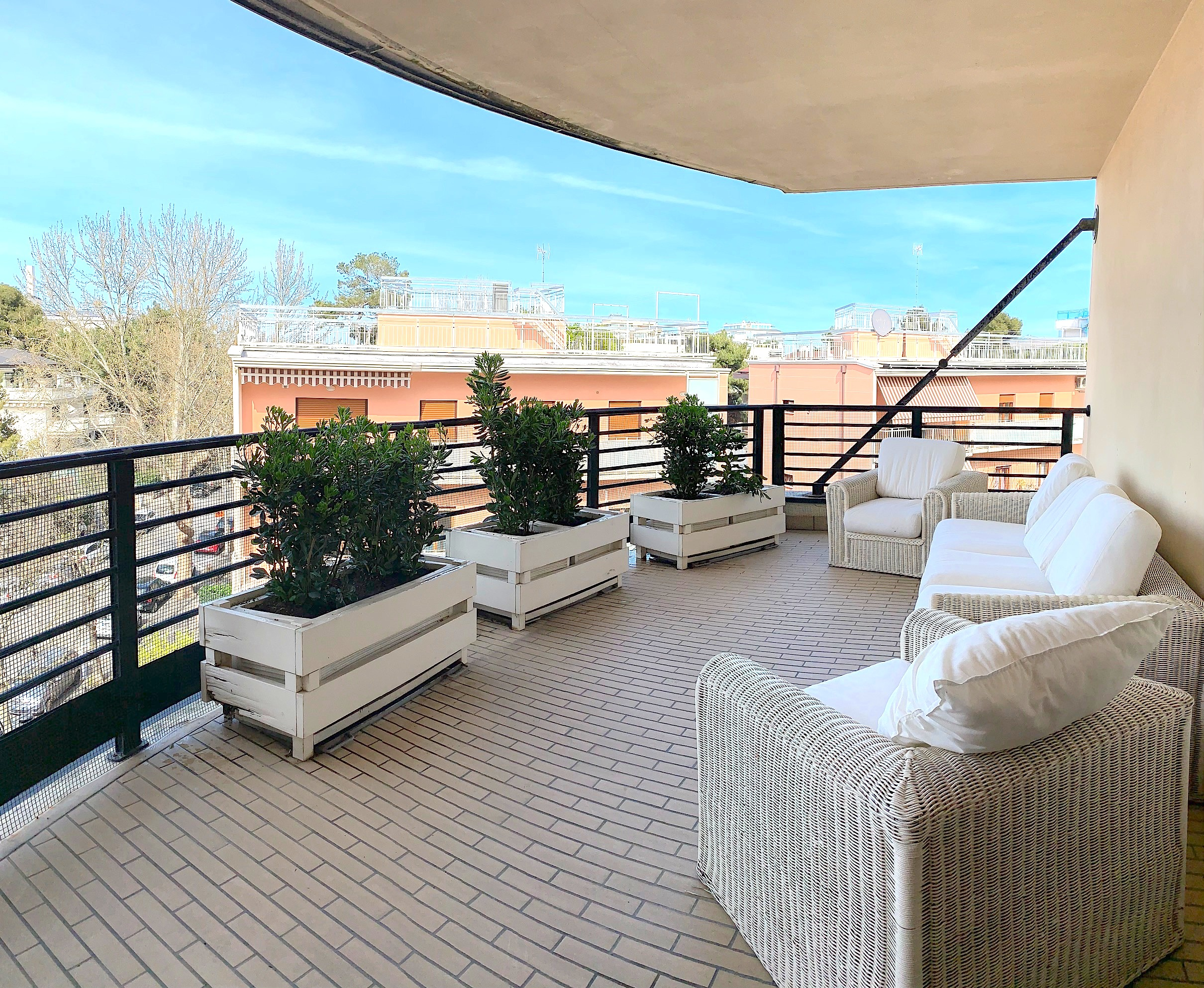 RICCIONE CENTRO,  Appartamento con favoloso terrazzo abitabile in affitto LUGLIO