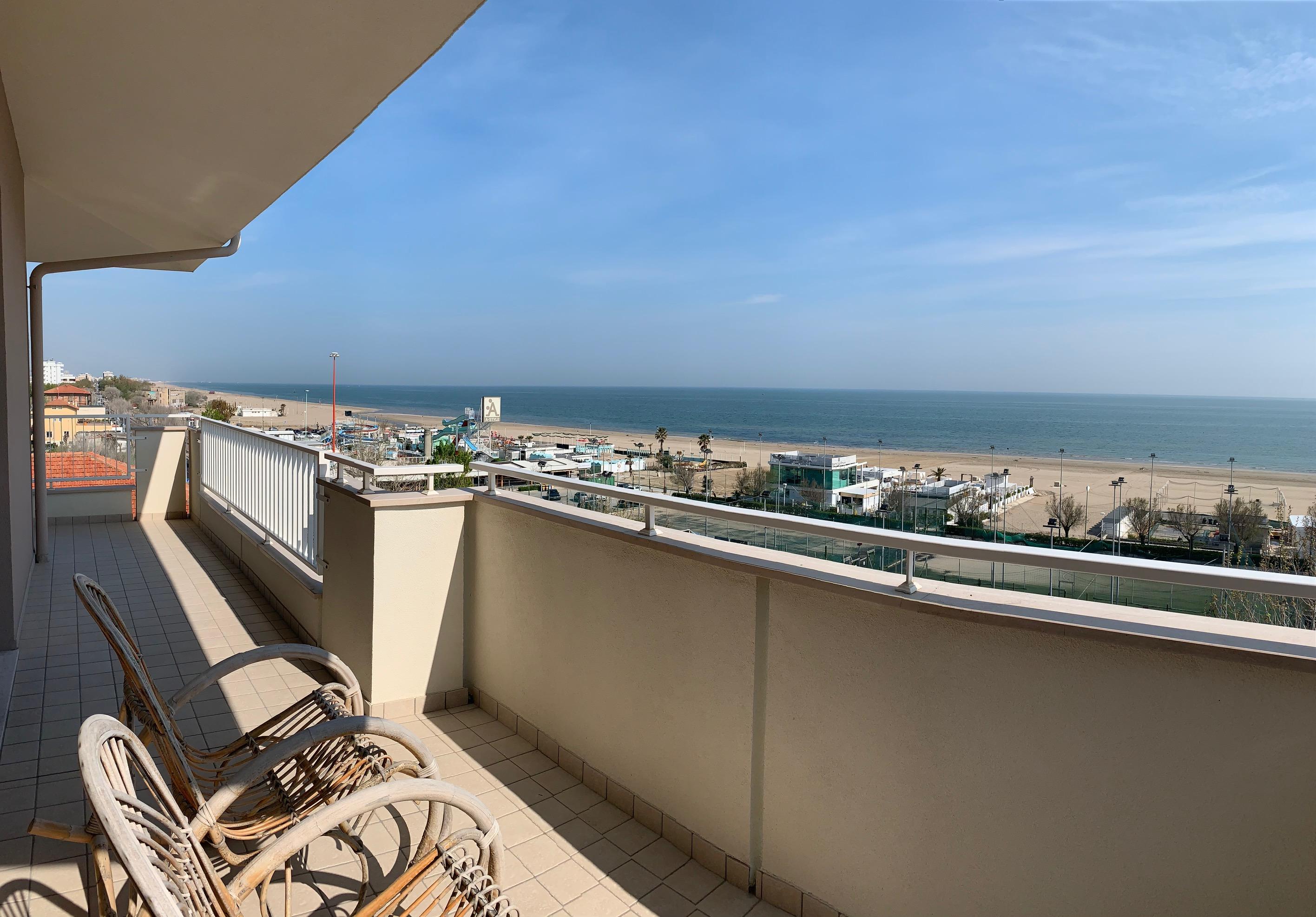 Riccione Marano, trilocale con meravigliosa vista mare in affitto stagionale