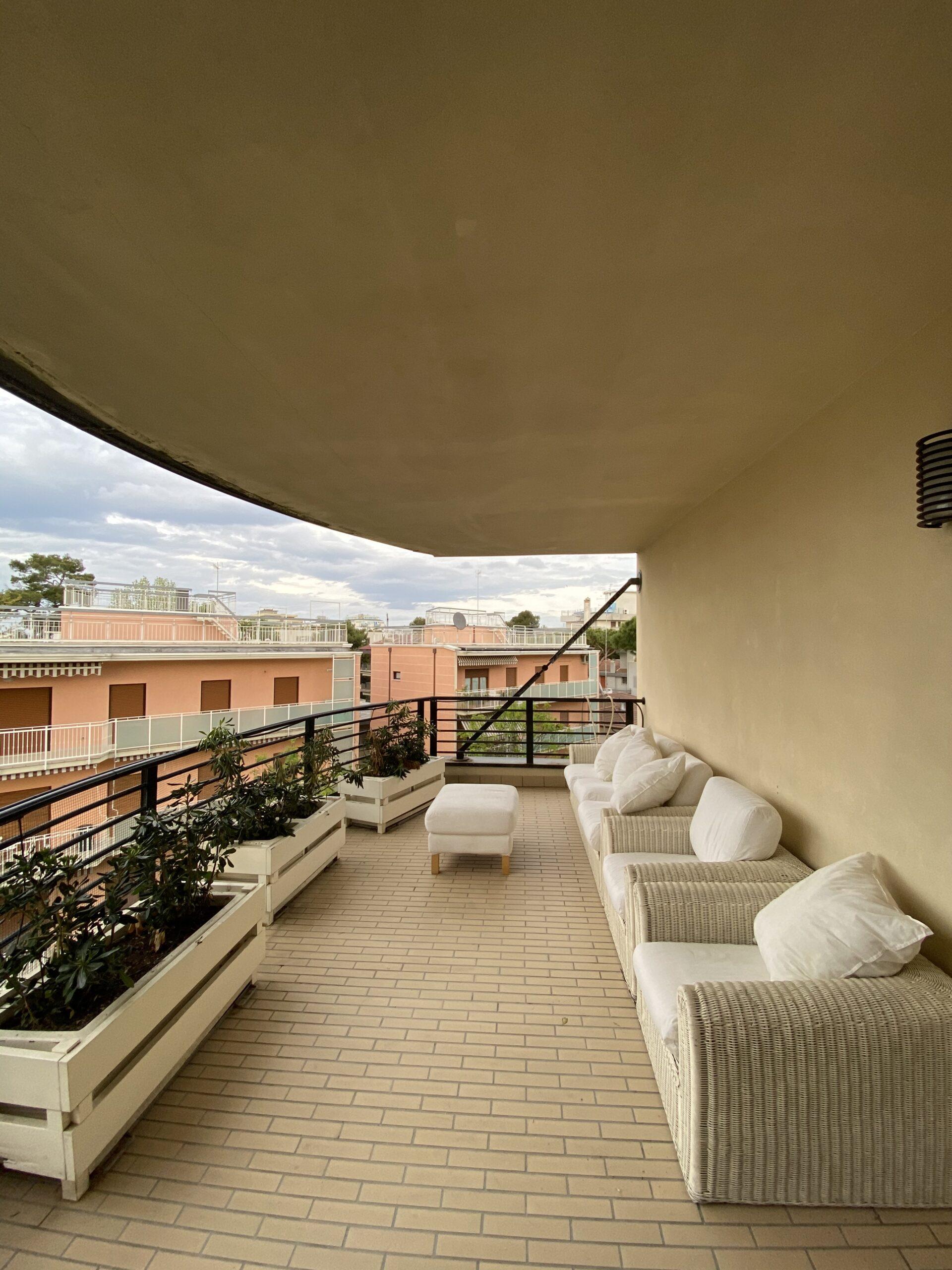 RICCIONE CENTRO,  Appartamento con favoloso terrazzo abitabile in affittO STAGIONALE