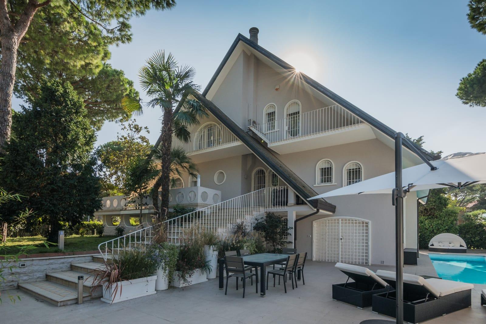Milano Marittima, splendida villa in vendita con piscina