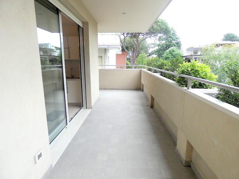 Riccione Abissinia, trilocale in affitto con terrazzo e posto auto