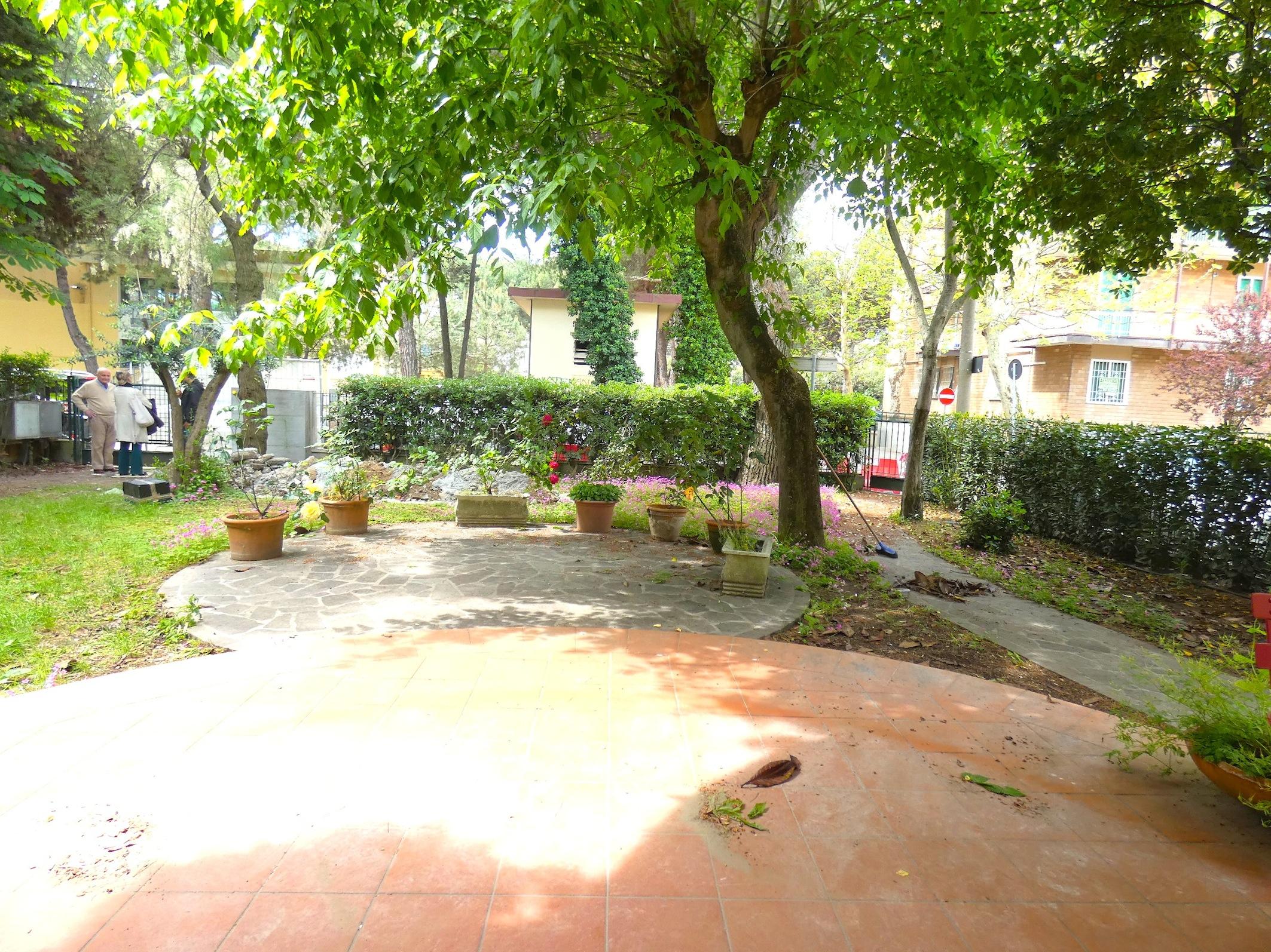 RICCIONE CENTRO, Piano terra 3 camere e giardino affitto SETTEMBRE
