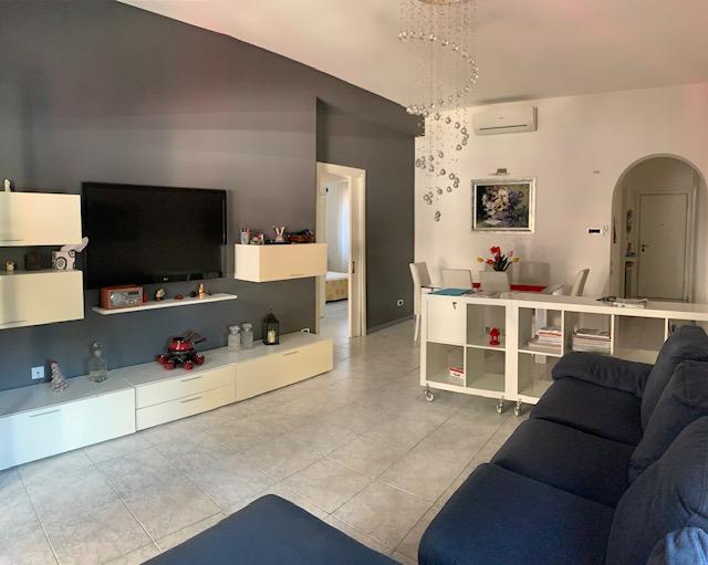 Riccione Ampio appartamento con affacci su Viale Dante,  a soli 100 mt dal mare