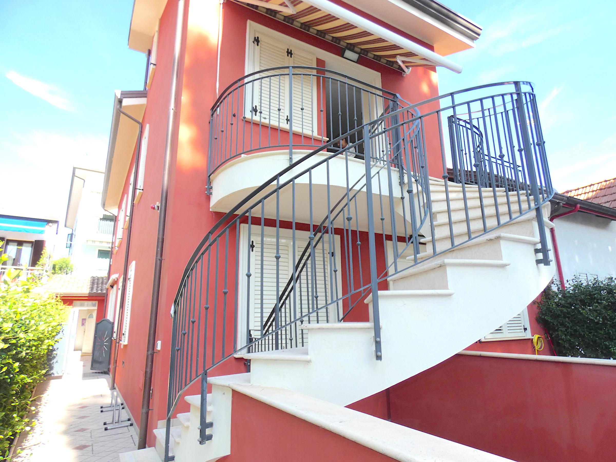 RICCIONE ABISSINIA, Appartamento  con corte privata in affitto stagionale