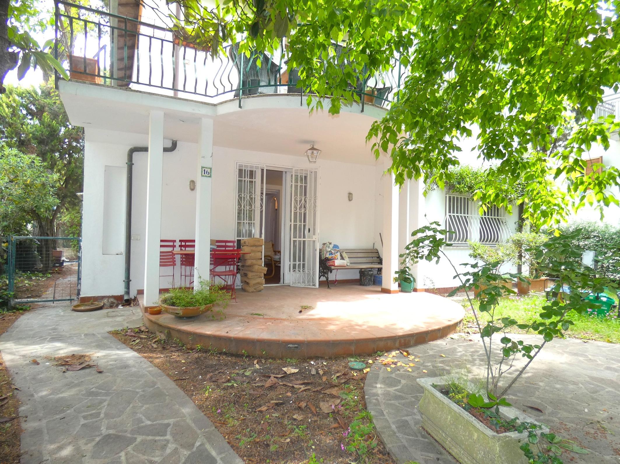 RICCIONE CENTRO Piano terra 3 camere e giardino in vendita