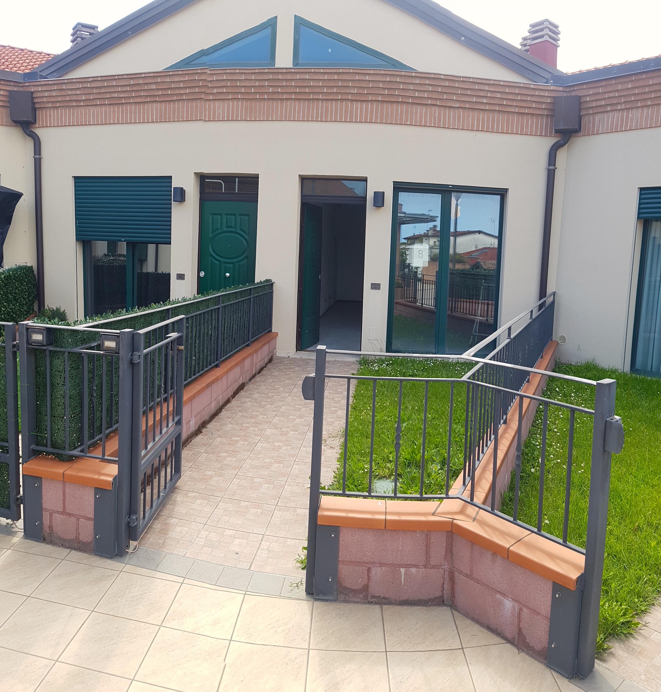 RICCIONE PAESE, Appartamento al grezzo con giardino privato