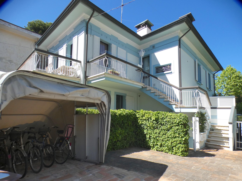 RICCIONE ABISSINIA,  Splendido appartamento in villa LUGLIO E AGOSTO
