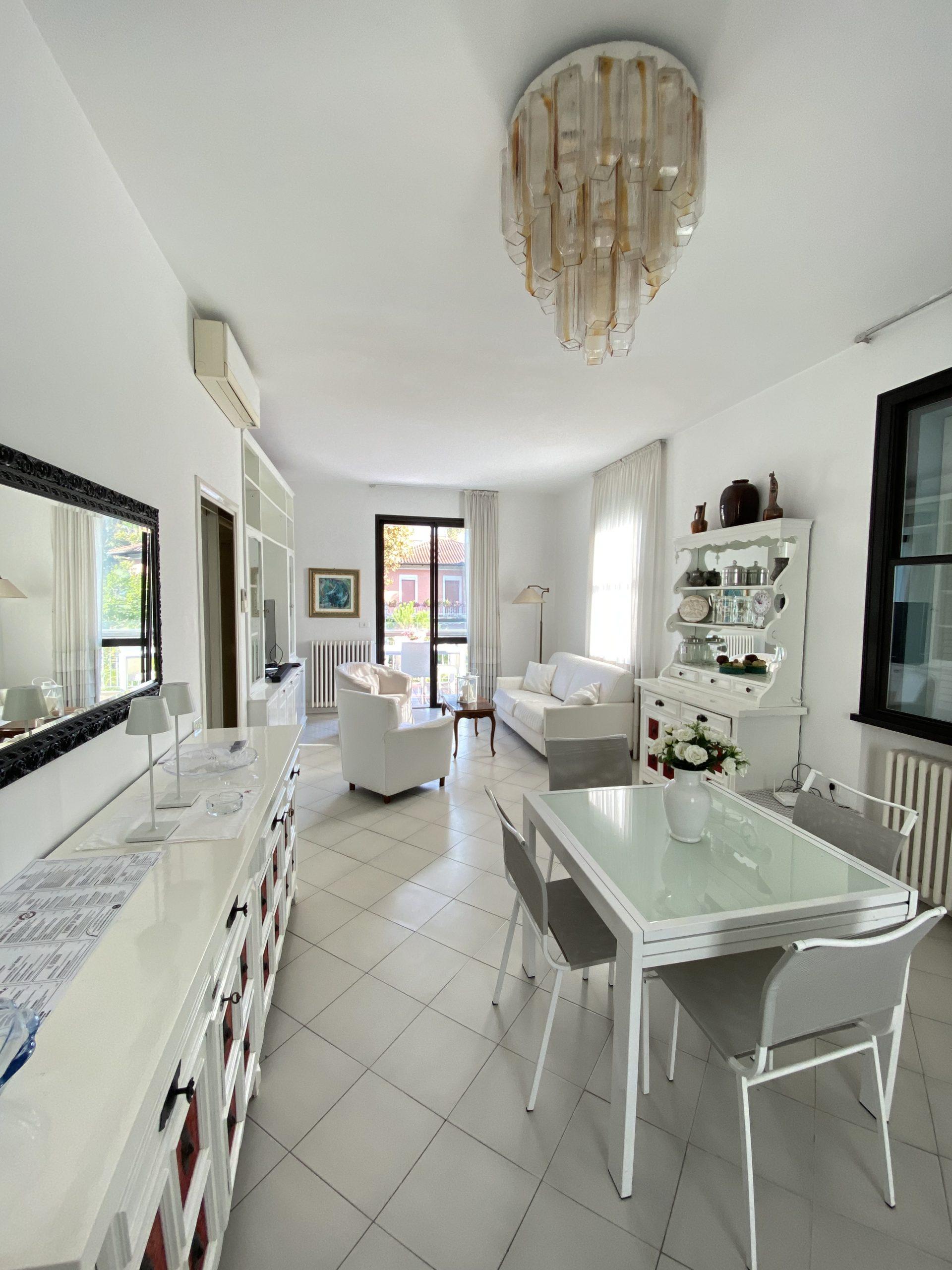RICCIONE ABISSINIA,  Splendido appartamento in villa  con 3 camere da letto  STAGIONALE