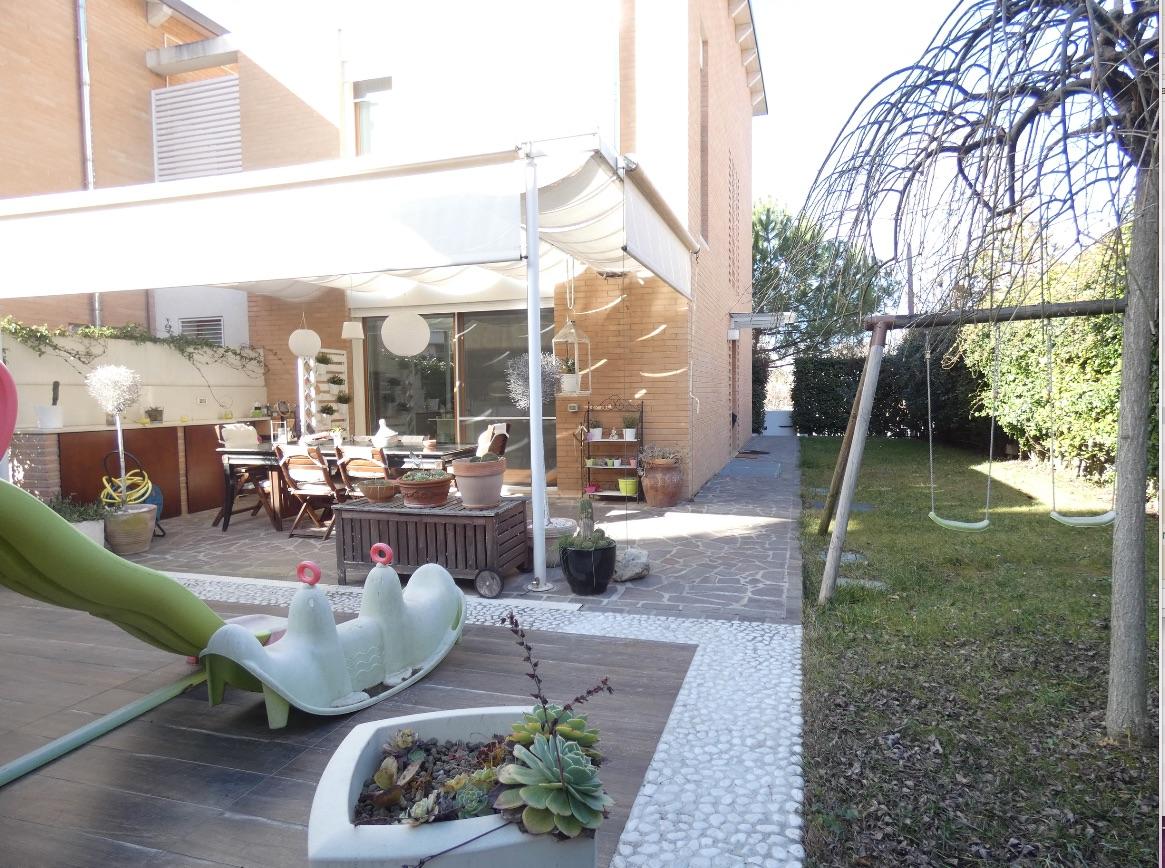 RICCIONE PAESE, Casa indipendente su più livelli, giardino privato in VENDITA