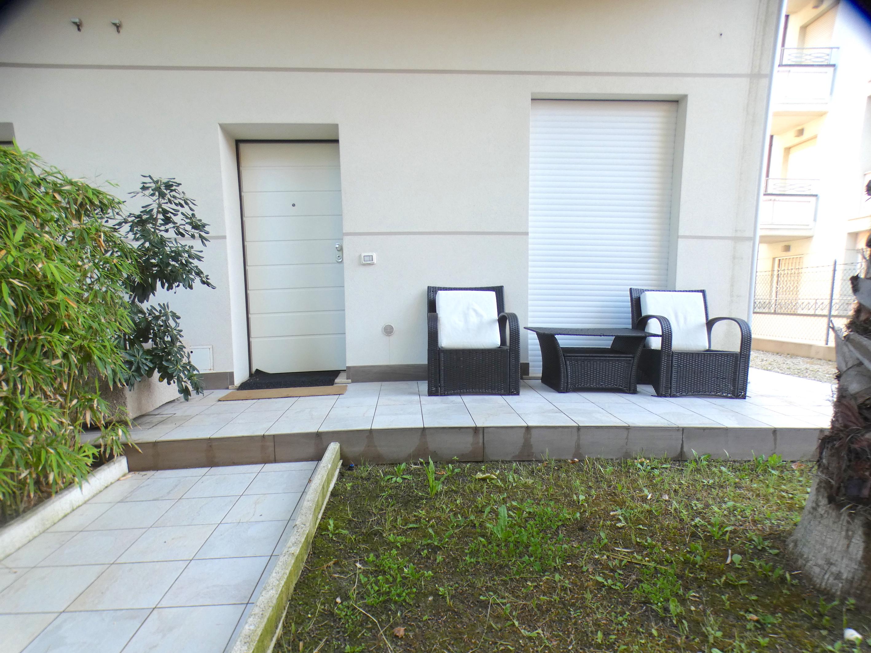 RICCIONE ABISSINIA, Piano terra a soli  con giardino privato  affitto LUGLIO E AGOSTO