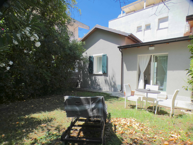 RICCIONE ALBA, appartamento in affitto stagionale con giardino SETTEMBRE