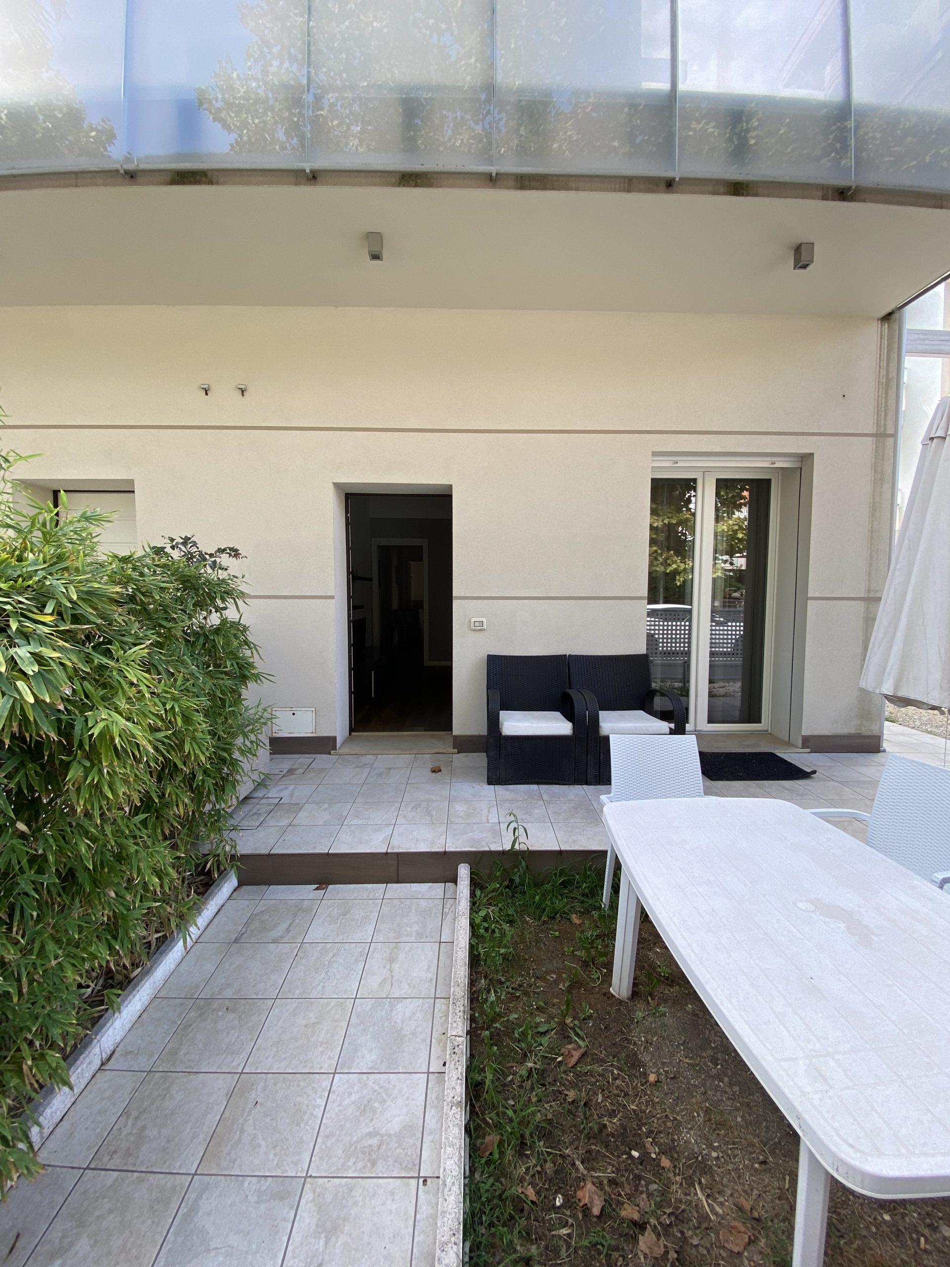 RICCIONE ABISSINIA, Piano terra con giardino privato  affitto STAGIONALE
