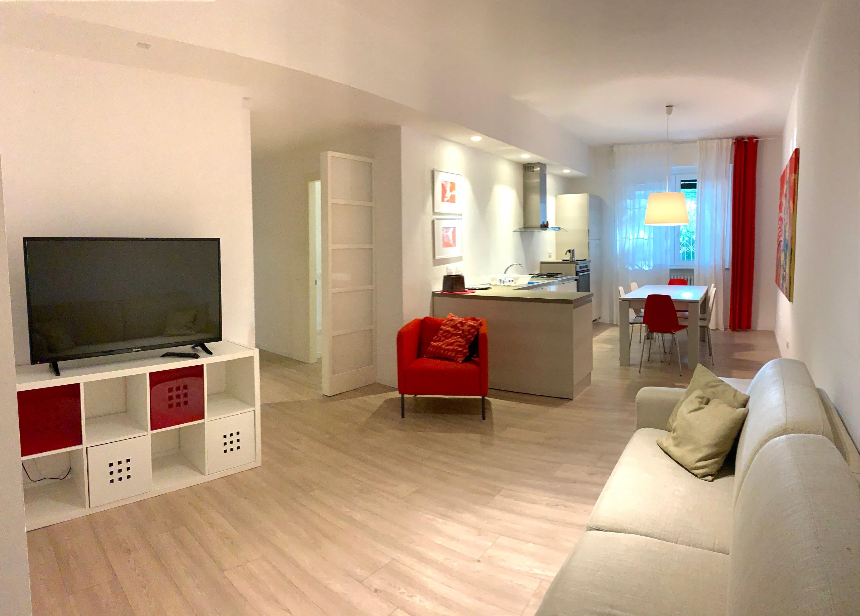 RICCIONE CENTRO, Moderno con tre camere da letto in locazione stagionale
