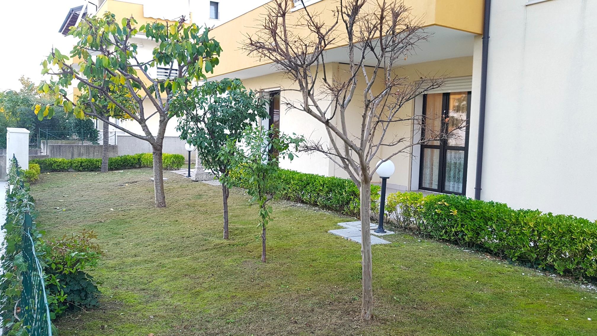 RICCIONE FONTANELLE, 4 locali con ampio giardino in vendita