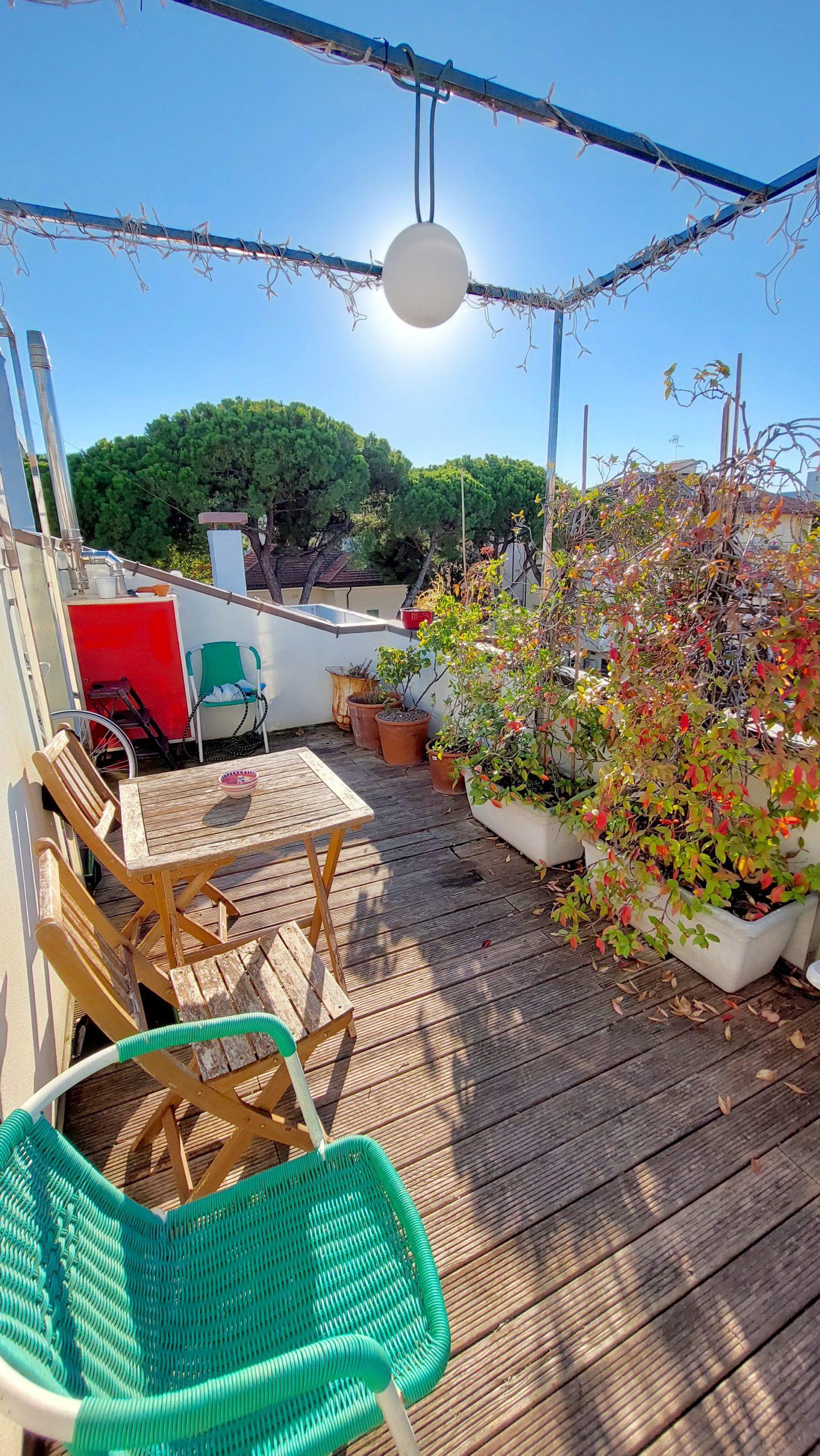 RICCIONE CENTRO, attico 2 locali con terrazzo vista mare in vendita